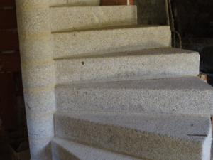 Escalier en pierre réalisé à la main